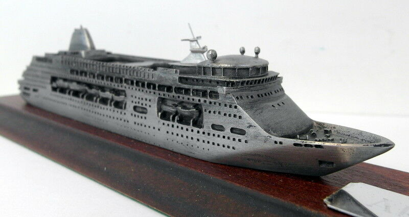 Skytrex 1/250 Scale Pewter - M935A Arcadia 2018 Model cruise liner on plinth