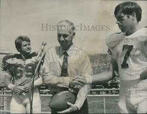 1971-Press-Photo-Jimmy-Brown-of-Auburn-University-with-Tommy-Yearout-and-Others