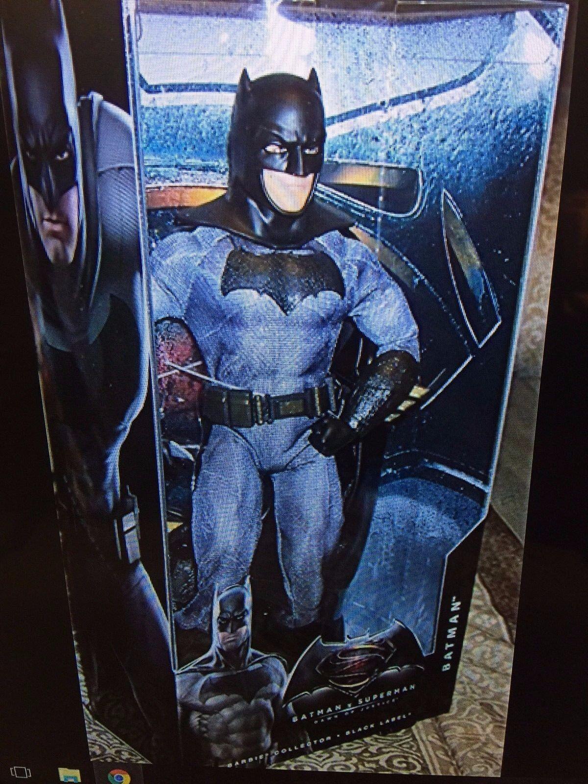 Batman v Superman ( ( ( BARBI- DOLL Batman figure) d590e9
