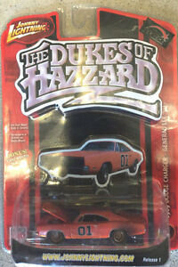 Johnny-Lightning-Dukes-of-Hazzard-General-Lee-1969-Dirty-Dodge-Charger-1-64