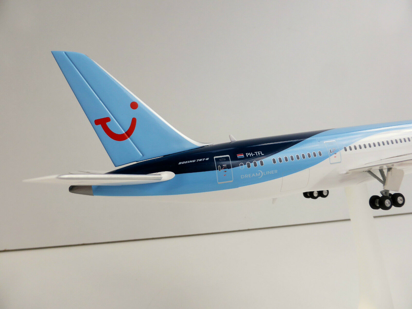 TUI AIRLINES BOEING 787-8 787-8 787-8 1 200 Herpa 557757 Dreamliner 787 TUIFLY PH-TFL b88a7a