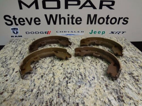 09-16 Dodge Ram 2500 3500 New Parking Brake Shoe /& Lining Kit Mopar Oem