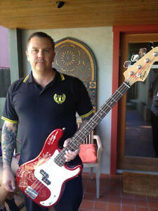 LEMMY-STOOGES-NOFX-RHCP-BAD-RELIGION-RAMONES-RANCID-Hand-Signed-Bass-Guitar