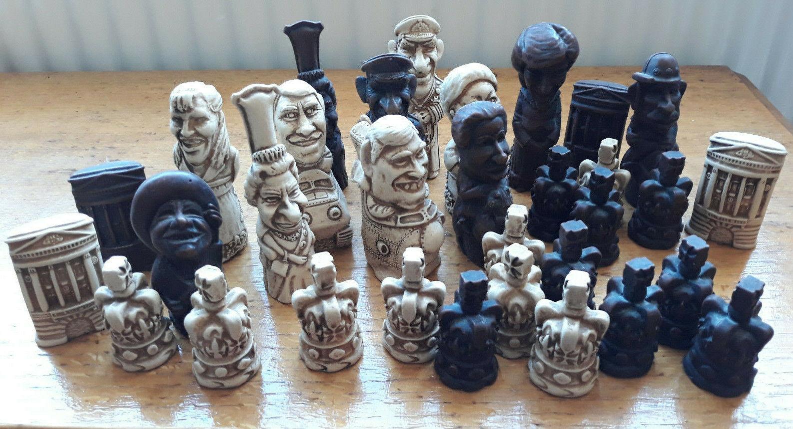 Famille royale années 1980 voitureICATURE  chess set. Vintage. Royals. Résine. belle objet  marques de créateurs bon marché