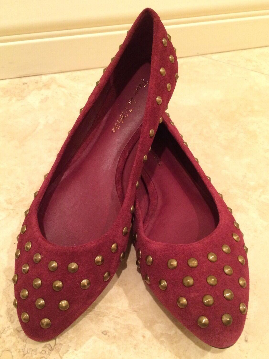 Pour La Victoire Burgundy Suede oro tachonado tachonado tachonado Ballet Flats Zapatos Talla 8m Nuevos  Italia  edición limitada