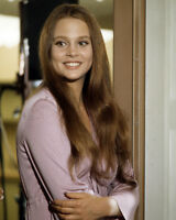 LEIGH TAYLOR-YOUNG 8X10 PHOTO SMILING THE BIG BOUNCE