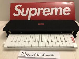 Supreme X Hohner Mélodica En Main Stock-afficher Le Titre D'origine