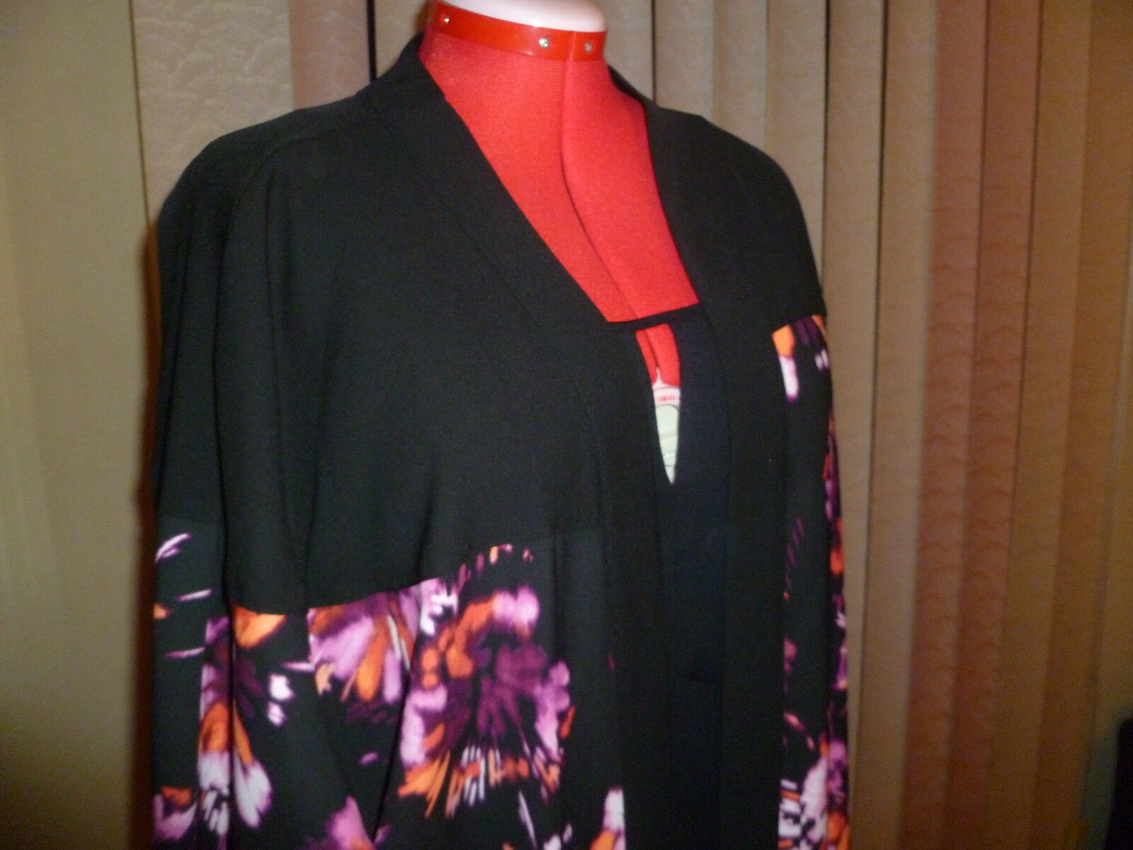 NWOT SEJOUR long wide sleeves open front duster in schwarz+floral prints Größe 2X.