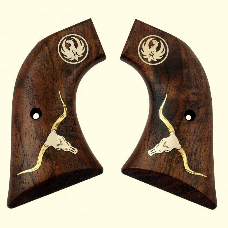 Ruger Vaquero apretones de madera de nogal con cabeza larga Cuerno Steer, Ruger logotipo plateado.