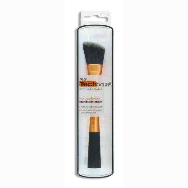 Real Techniques Foundation Brush - Angled Cut for Additional Precision