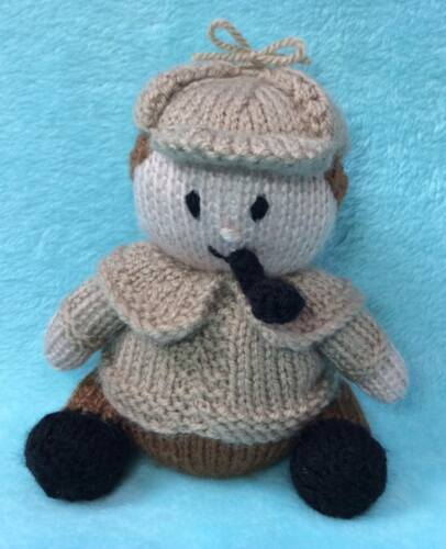 KNITTING PATTERN - Sherlock Holmes inspired chocolate orange cover / 16 cms toy