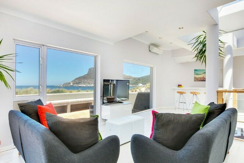 Stunning Beachfront Holiday Home in Hout Bay - From R2300 per night