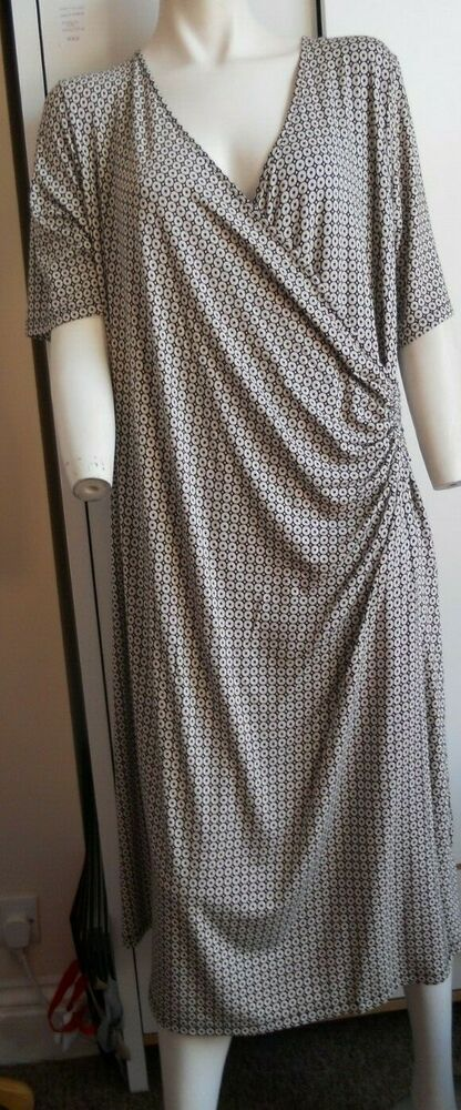 Séduisant Extensible Crossover Noir Mix M&s Collection Robe Taille 24 Bnwt £ 35.00
