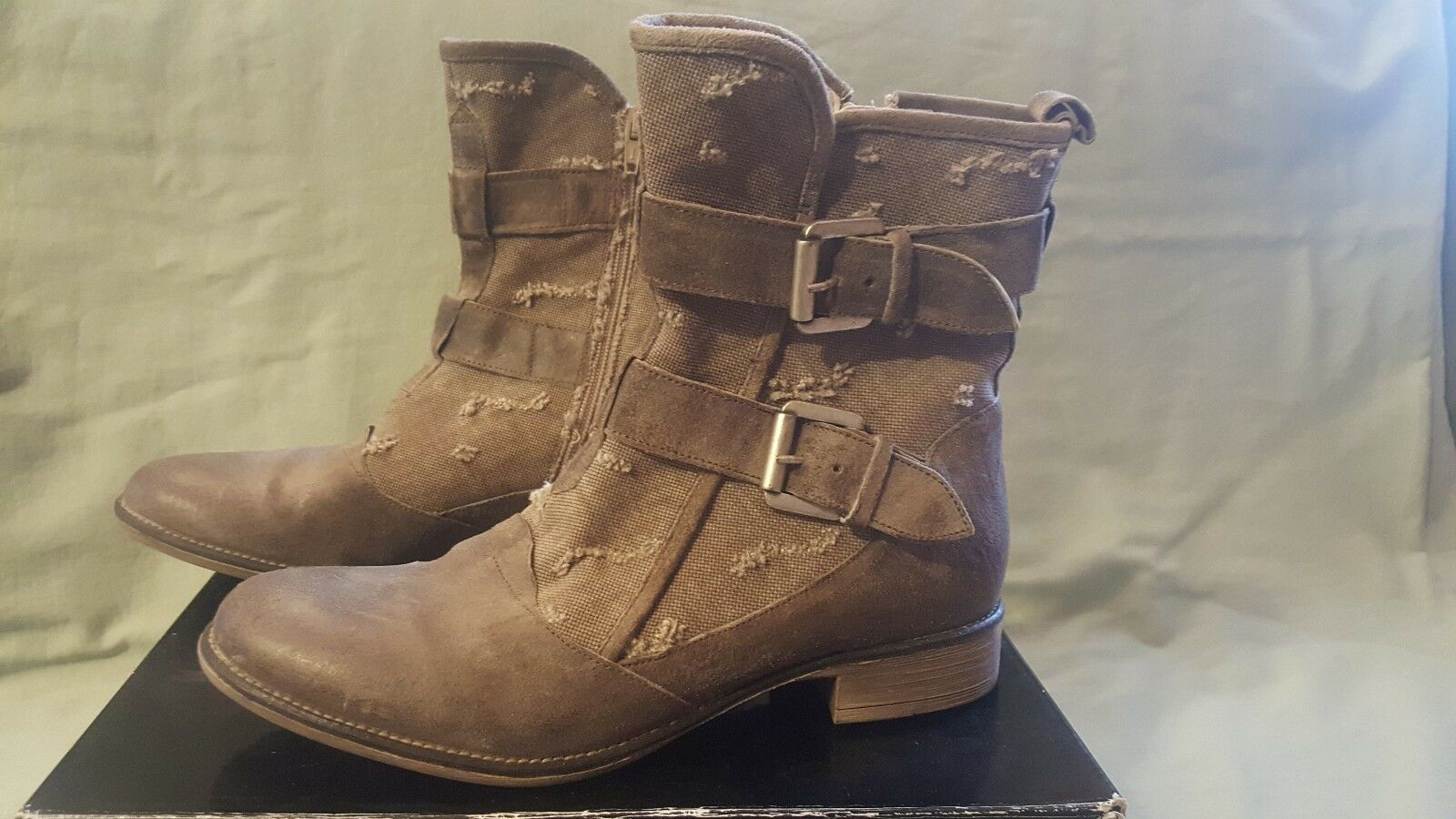 Boutique 9 Distressed Taupe Ankle Boot Größe 8.5