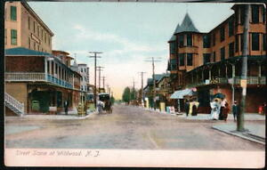 WILDWOOD-NJ-Street-Scene-Horse-amp-Buggy-Woman-with-Parasol-Vtg-Postcard-Town-View