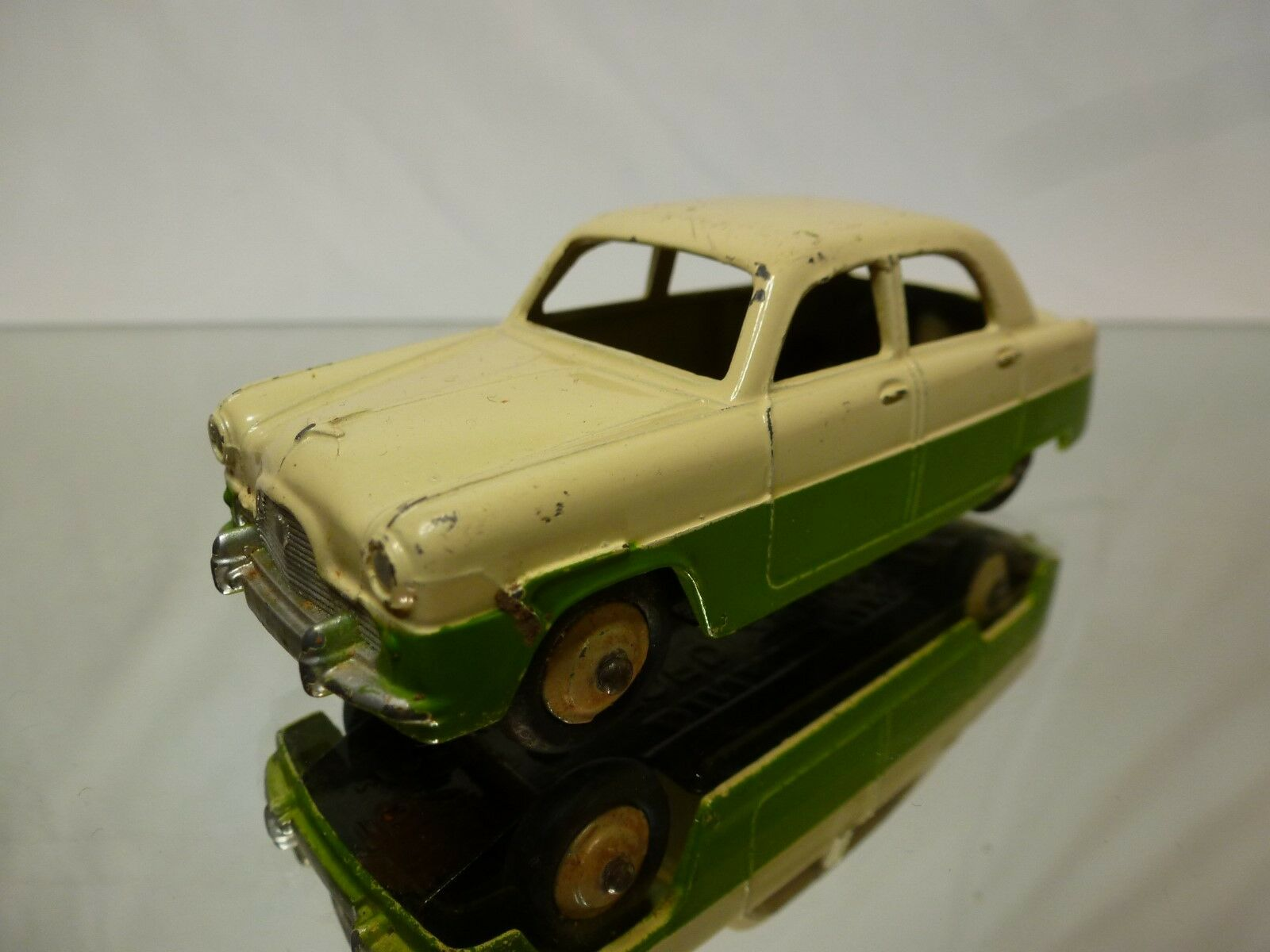 DINKY TOYS - 1 43 - NO= 162  FORD ZEPHYR  - VERY GOOD CONDITION