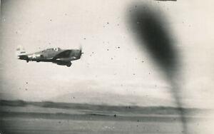 WWII-1940-039-s-USAAF-Biak-Air-Field-Photo-10-airplane-in-flight