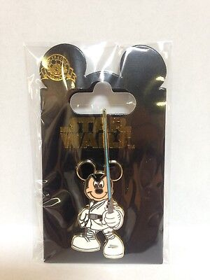 COLLECTIBLE PIN MICKEY MOUSE STAR WARS LIGHT SABER BRAND NEW HP129