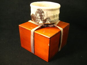 ANTIQUE JAPANESE SIGNED TEA CEREMONY CERAMIC CHAWAN TEA BOWL W/ ORIGINAL BOX ~