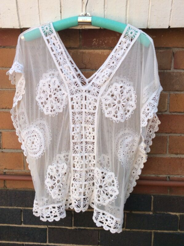 A Lovely Large White Lace Top. Large.
