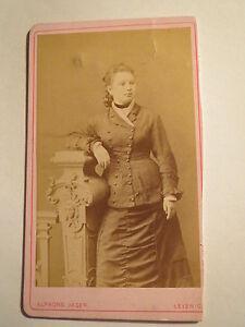 Leisnig-Mittweida-1874-stehende-Frau-im-Reifrock-Portrait-CDV