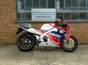Honda-RVF750-RC45-Brand-New-Rare-and-collectable