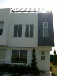Casa de 3 Recámaras, 3 y ½ Baños, estancia, estudio y Terraza