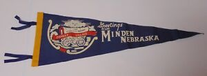 LARGE-27-034-Old-Vintage-1950s-MINDEN-NEBRASKA-COVERED-WAGON-GRAPHIC-FELT-PENNANT