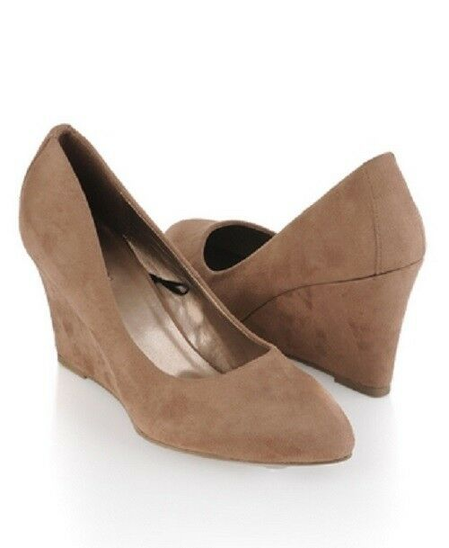 Forever 21 Tan Classic Suede Pointy Almond Toe Single Sole Wedge Heel Pump 8