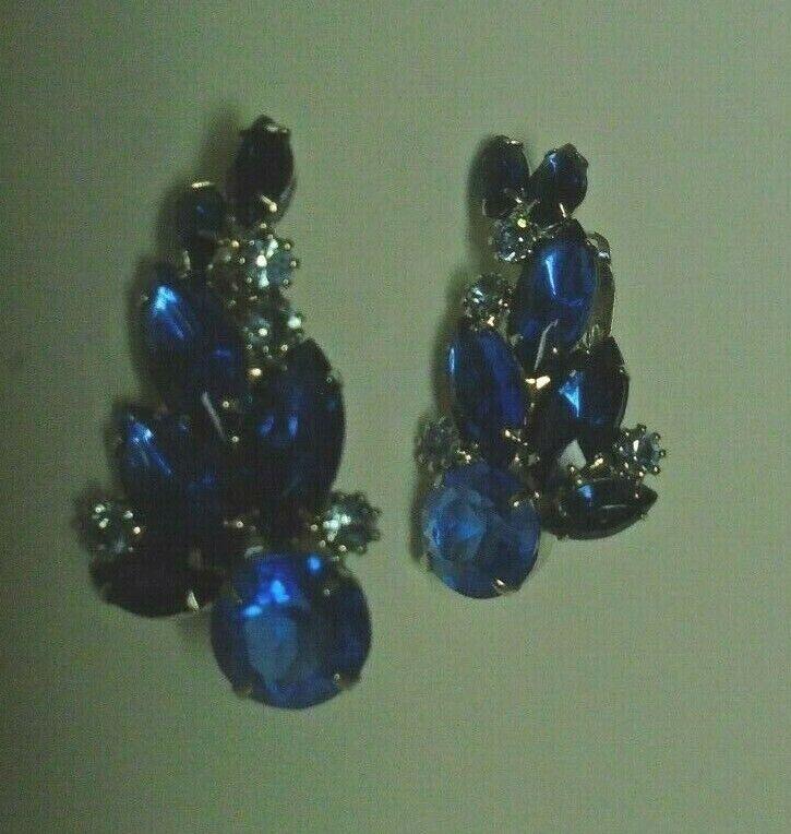 Vtg crescent shaped sapphire color clip earrings - image 3