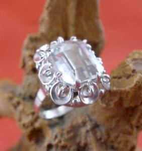 Eleganter-Aquamarin-Ring-in-585-Weissgold