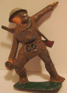 Old-Lead-Manoil-Military-Army-Soldier-Throwing-Grenade-w-Gas-Mask-Cast-Helmet