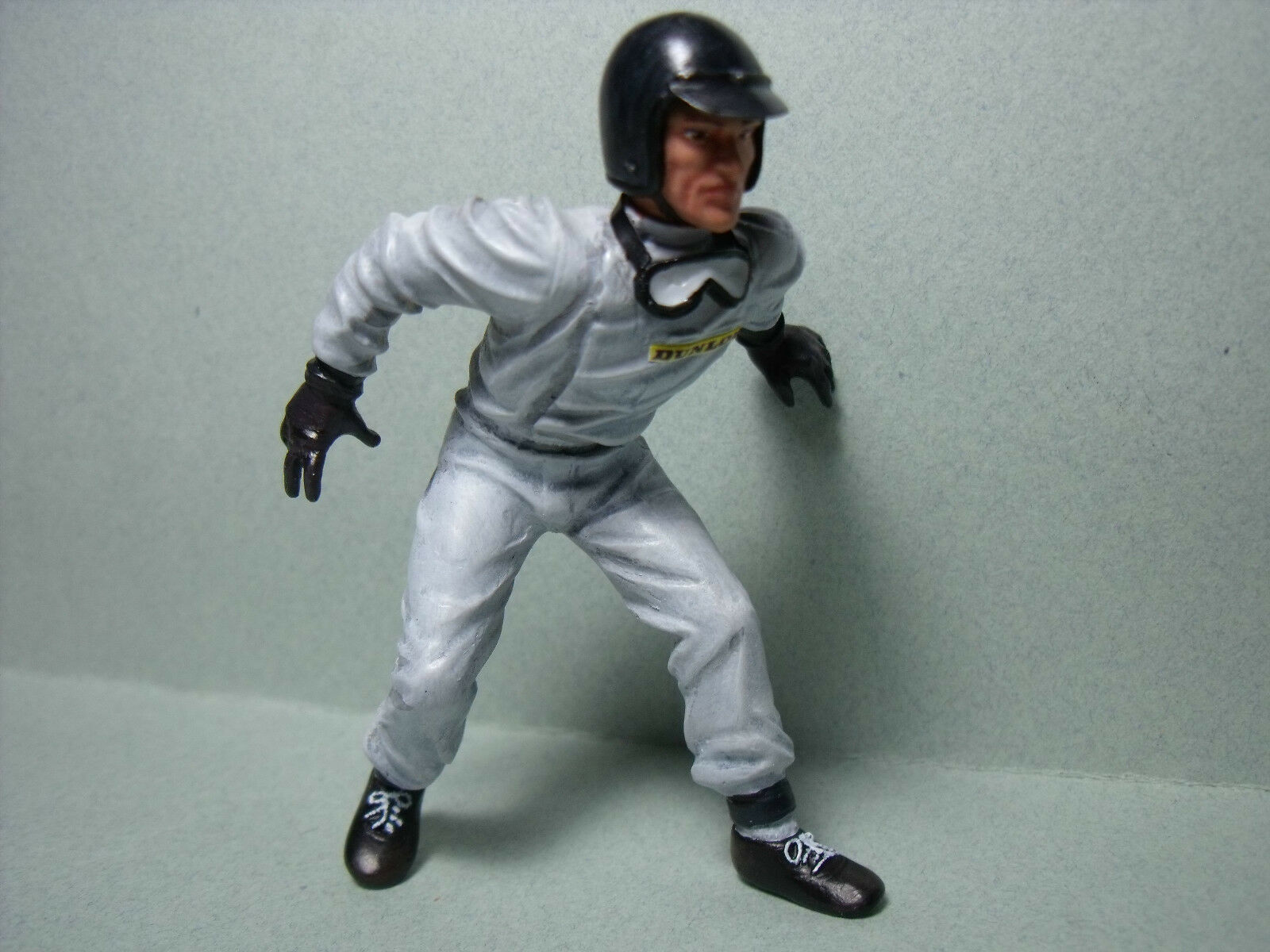 1 18  FIGURE  DAN  GURNEY  PAINTED  BY  VROOM   FOR   AUTOART  VERY  RARE