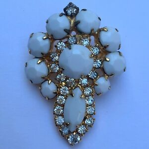 Vintage-Milk-Glass-Clear-Rhinestone-Faceted-Brooch-Pin-Gold-Tone-Unsigned