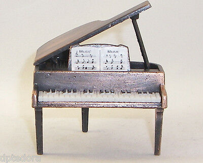 PIANO GRAND   DIE CAST PENCIL SHARPENER
