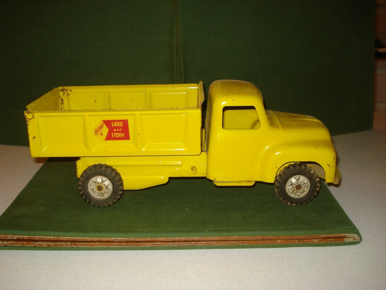 1950's BUDDY L SAND AND STONE Gelb DUMP TRUCK, NICE SHAPE.