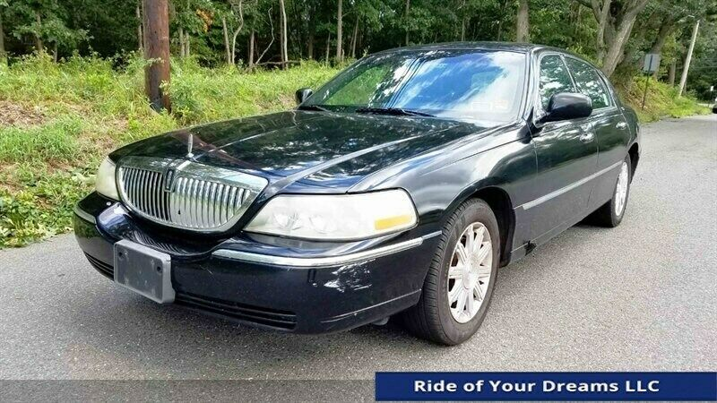 2011 Lincoln Town Car Signature Limited Fleet