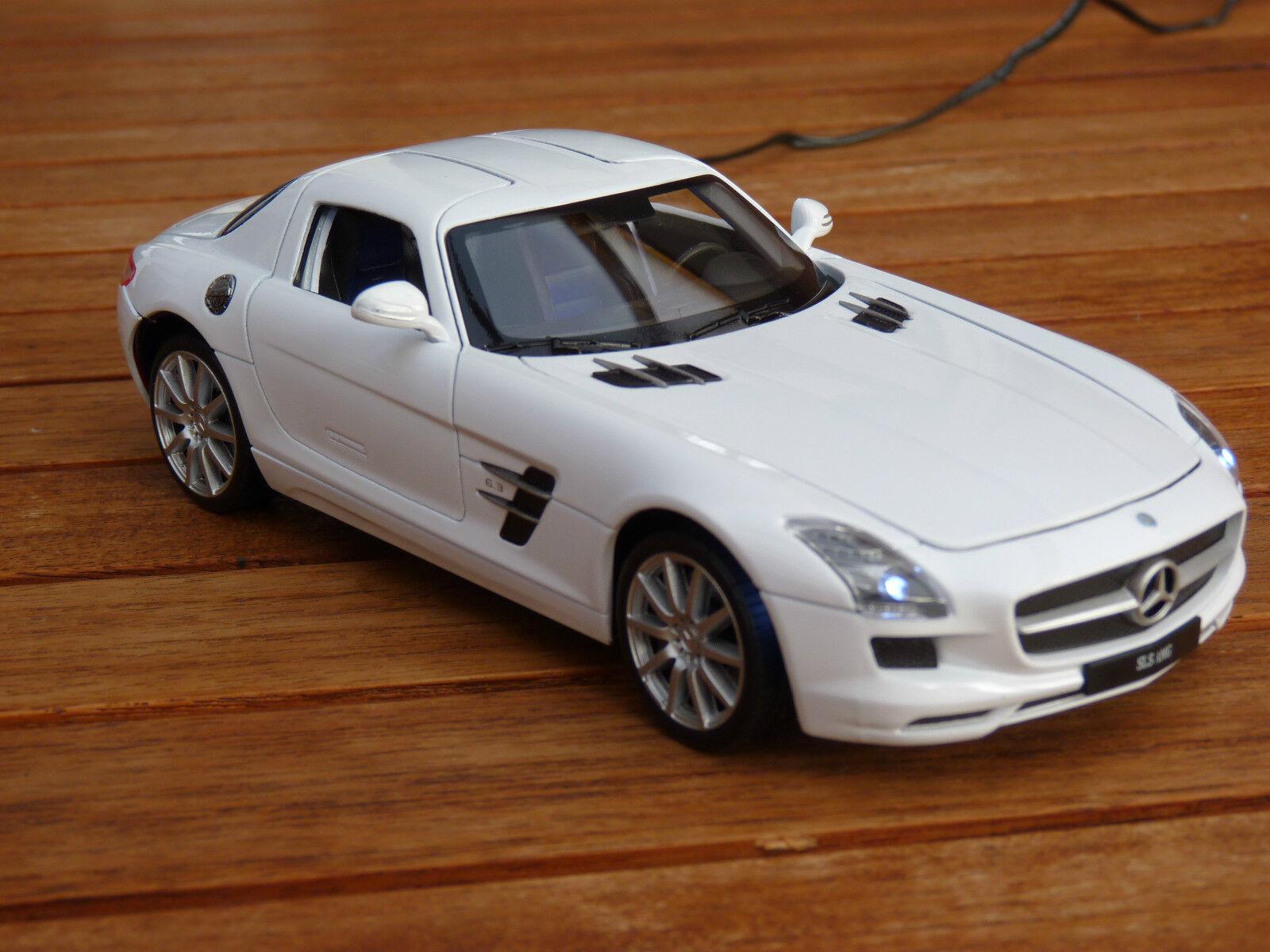 Mercedes-Benz SLS con Xenon Xenon Xenon (iluminación LED) en Welly 1 24 incl. deseo matrícula 2ef043