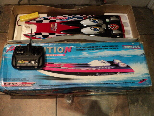 Apparition Twin Motors ready to Run Speed Boat With extra battery up to 30 mph