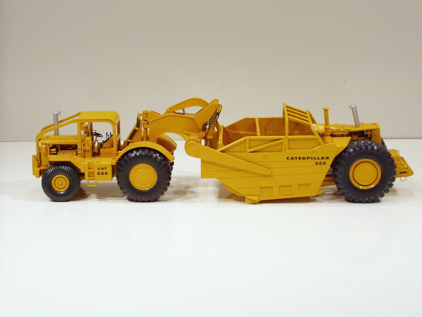 Caterpillar 666 Grattoir avec long ROPS & High côtés - 1 50 - RR Models of France
