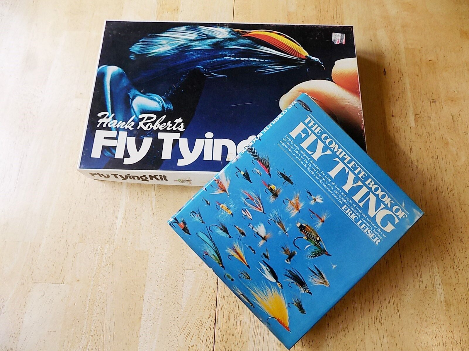 Hank Roberts Fly Tying Kit k Plus the Complete Book of Fly Tyingby Leiser