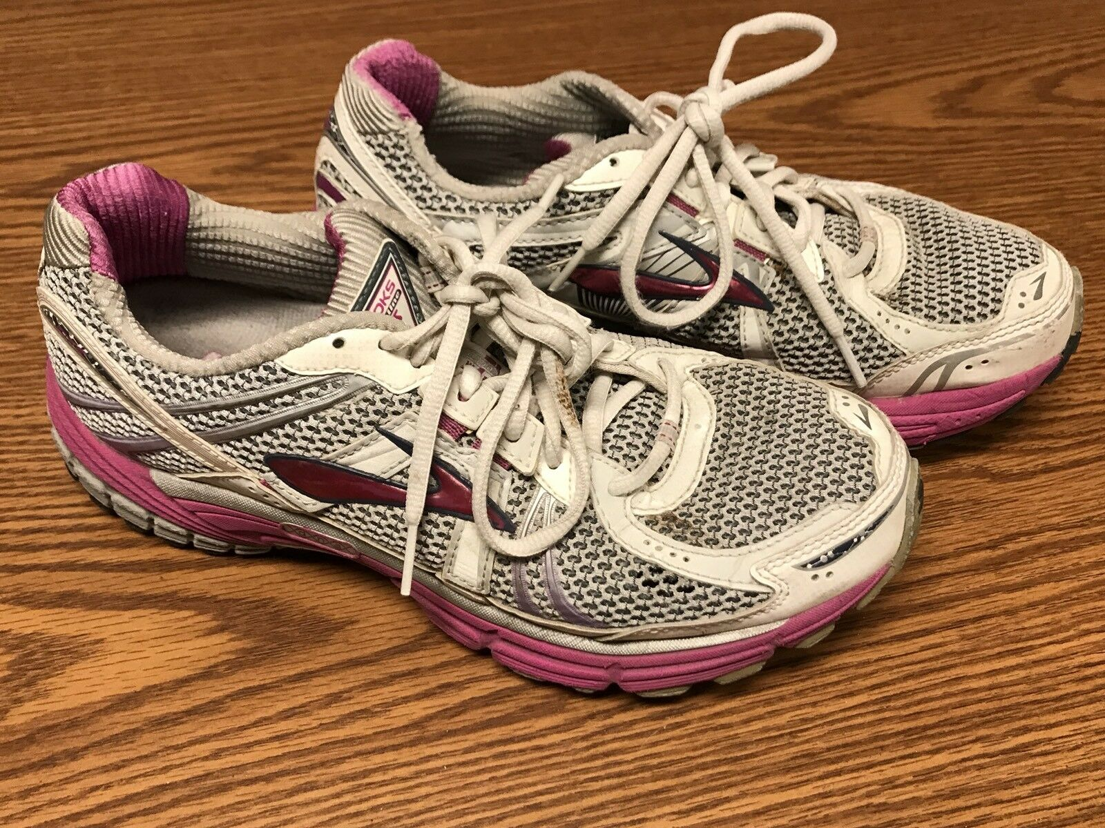 Brooks Adrenaline GTS 12 Women's Pink Purple White Athletic Running shoes Sz 10