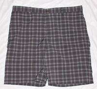 Mens Shorts = Greg Norman = Size 36 = Me41