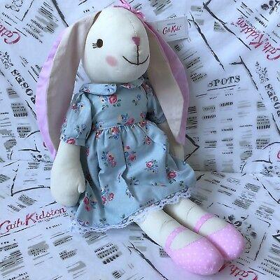 100% Vero Cath Kidston Per Bambini Bunny Rabbit Bambola Di Pezza Nuovo Con Etichette + Sacchetto Regalo-mostra Il Titolo Originale Per Farti Sentire A Tuo Agio Ed Energico