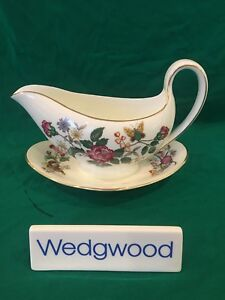 Wedgwood-CHARNWOOD-WD-3984-Bone-China-Gravy-Boat-w-Attached-Underplate