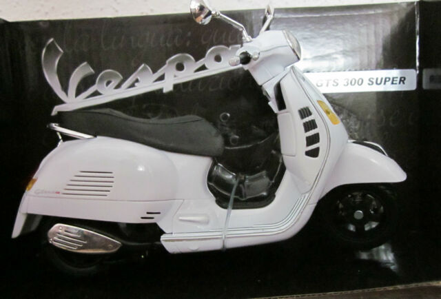 NewRay - Vespa GTS 300 Super weiß 1:12 Piaggio Motorroller Neu/OVP