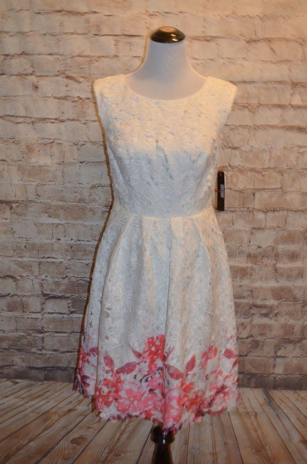 Modcloth Flirty for Eternity Dress NWT sz 6  Lace  Decode 1.8  150 floral hem