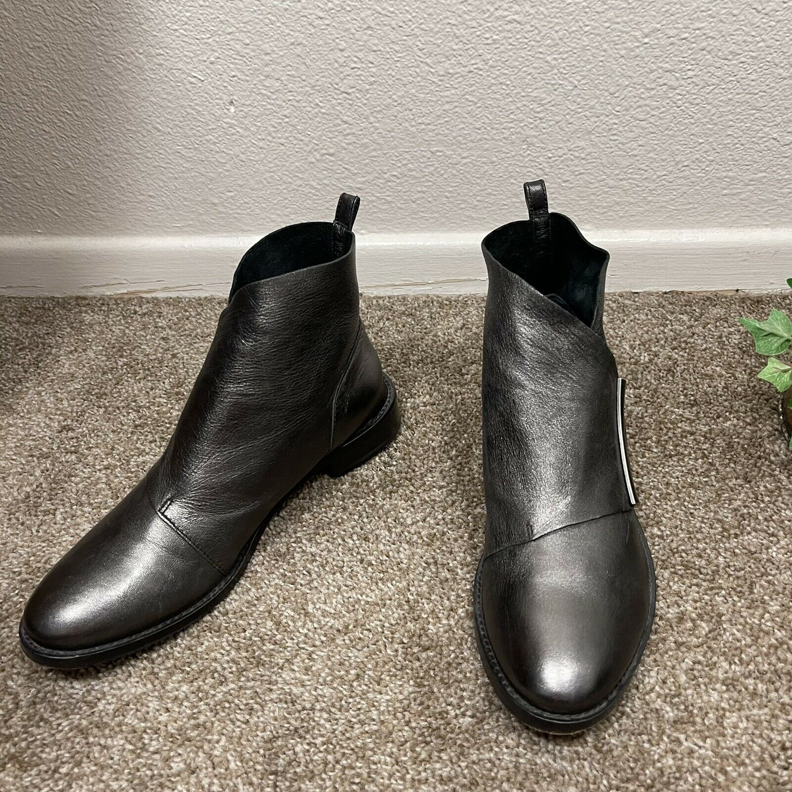 Johnston & Murphy Lola Pewter Leather Ankle Boots Booties Women's Size 6 M