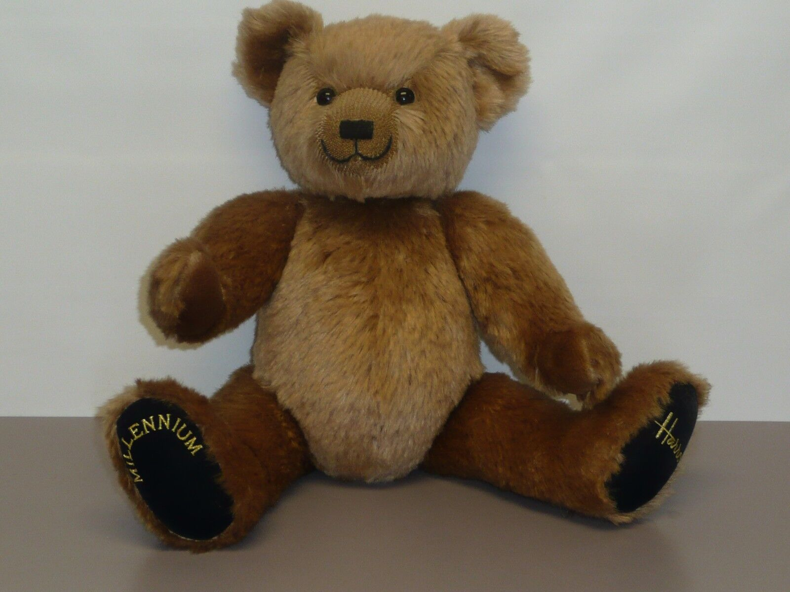 18  Harrods Millennium Bear, Jointed, Sweet Sweet Sweet Face, Stitched Nose 7ba568