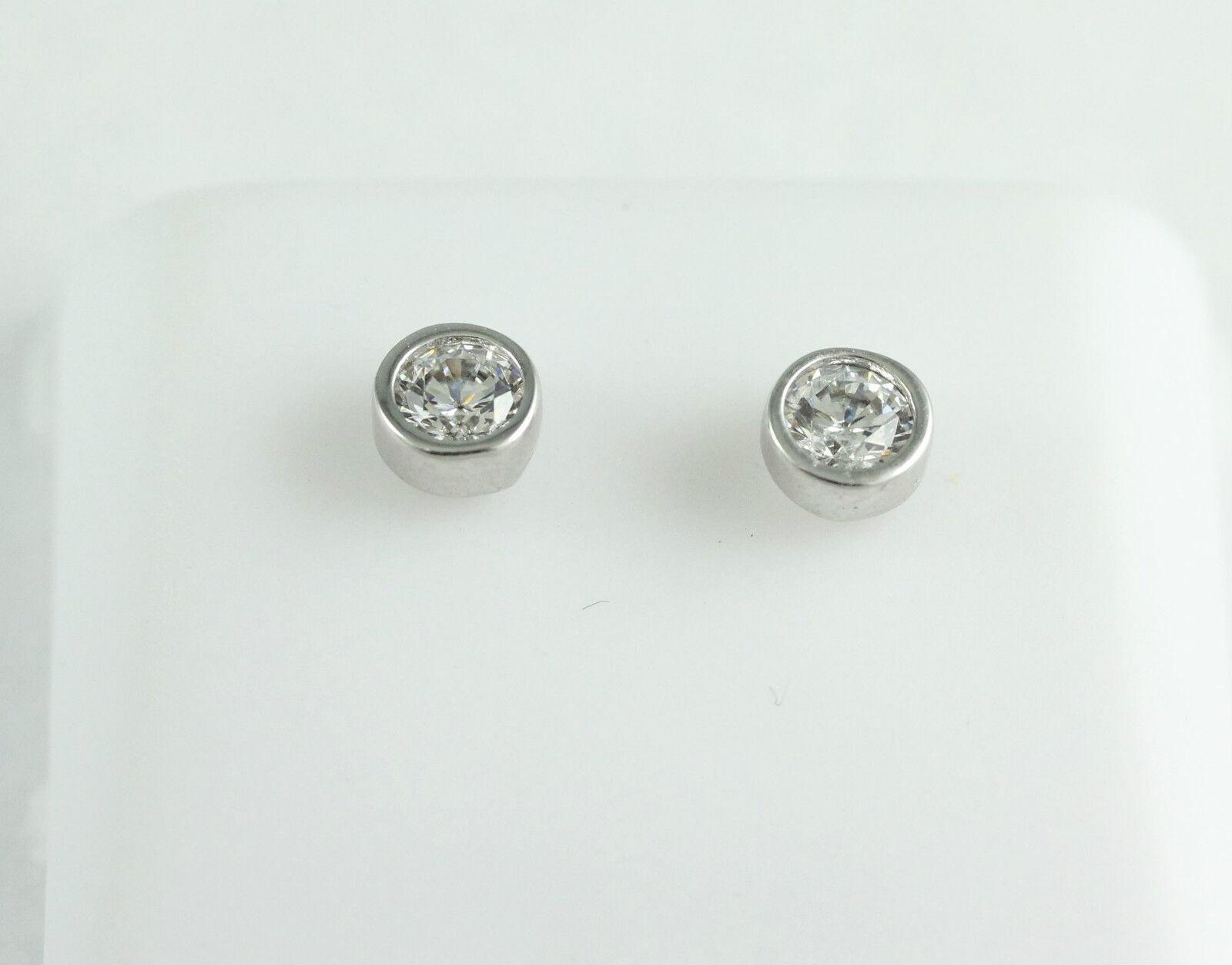 One Pair of 10k White gold Stud Earrings, (NEW round bezel set cubic, 1.0g)2876